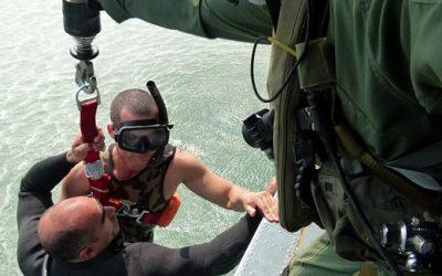 Esquadrão Pelicano e PARA-SAR realizam treinamento de resgate na água