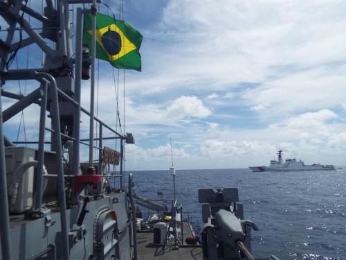 """Navio-Patrulha """"Guaíba"""" realiza """"Passex"""" com navio da Guarda-Costeira dos EUA"""