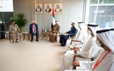 Príncipe dos Emirados Árabes Unidos visita IDEX