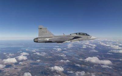Piloto da FAB realiza treinamento intenso para voar o Gripen Brasileiro