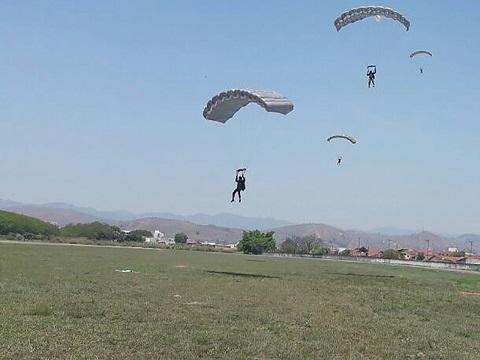 Centro de Instrução conclui treinamento em salto livre operacional para 23 militares