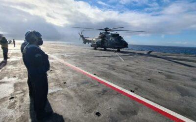 Helicópteros da FAB e do EB pousam em navio em movimento durante a Operação Poseidon