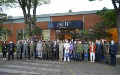 IACIT recebe comitiva de mais de 30 adidos militares para conhecer a tecnologia no setor de Defesa